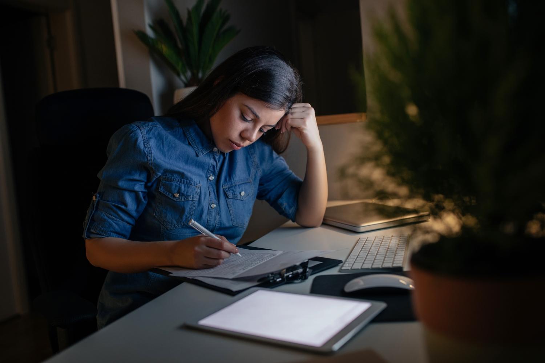praca w godzinach nocnych a sen