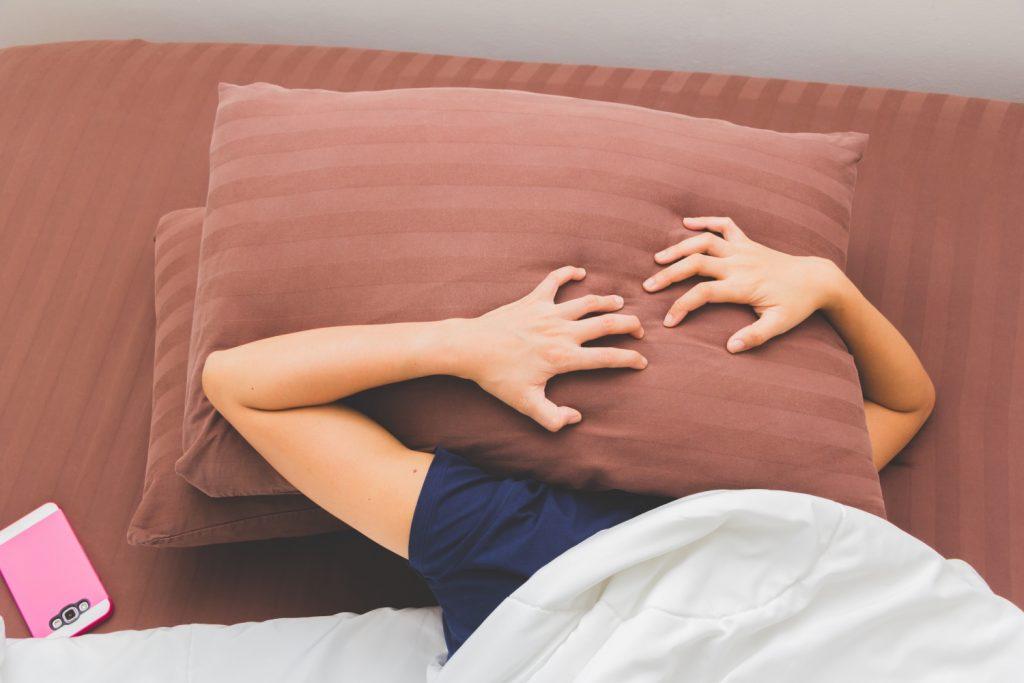 jak hałas wpływa na jakość snu