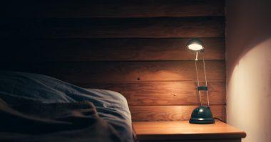 jak oświetlenie wpływa na jakość naszego snu