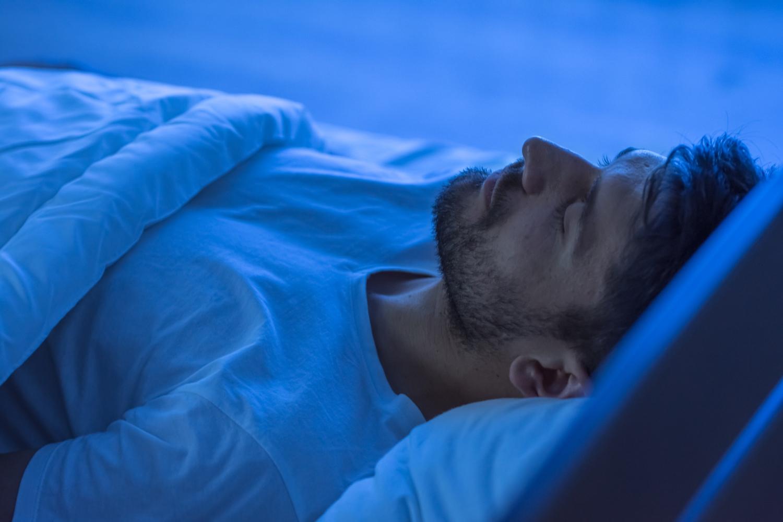 jak zadbać o kręgosłup w nocy
