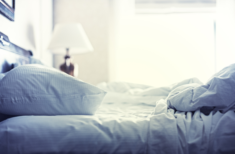 kleje w materacacg, łóżko