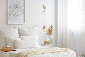 odpowiednia poduszka, łóżko z poduszkami