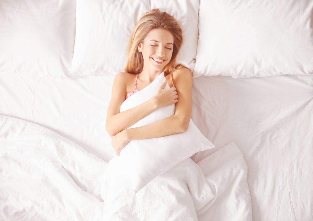 rytm dobowy, kobieta leżąca w łóżku