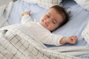 jak wybrać materac dla noworodka, małe dziecko, noworodek